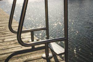 Vlonderplanken bij water